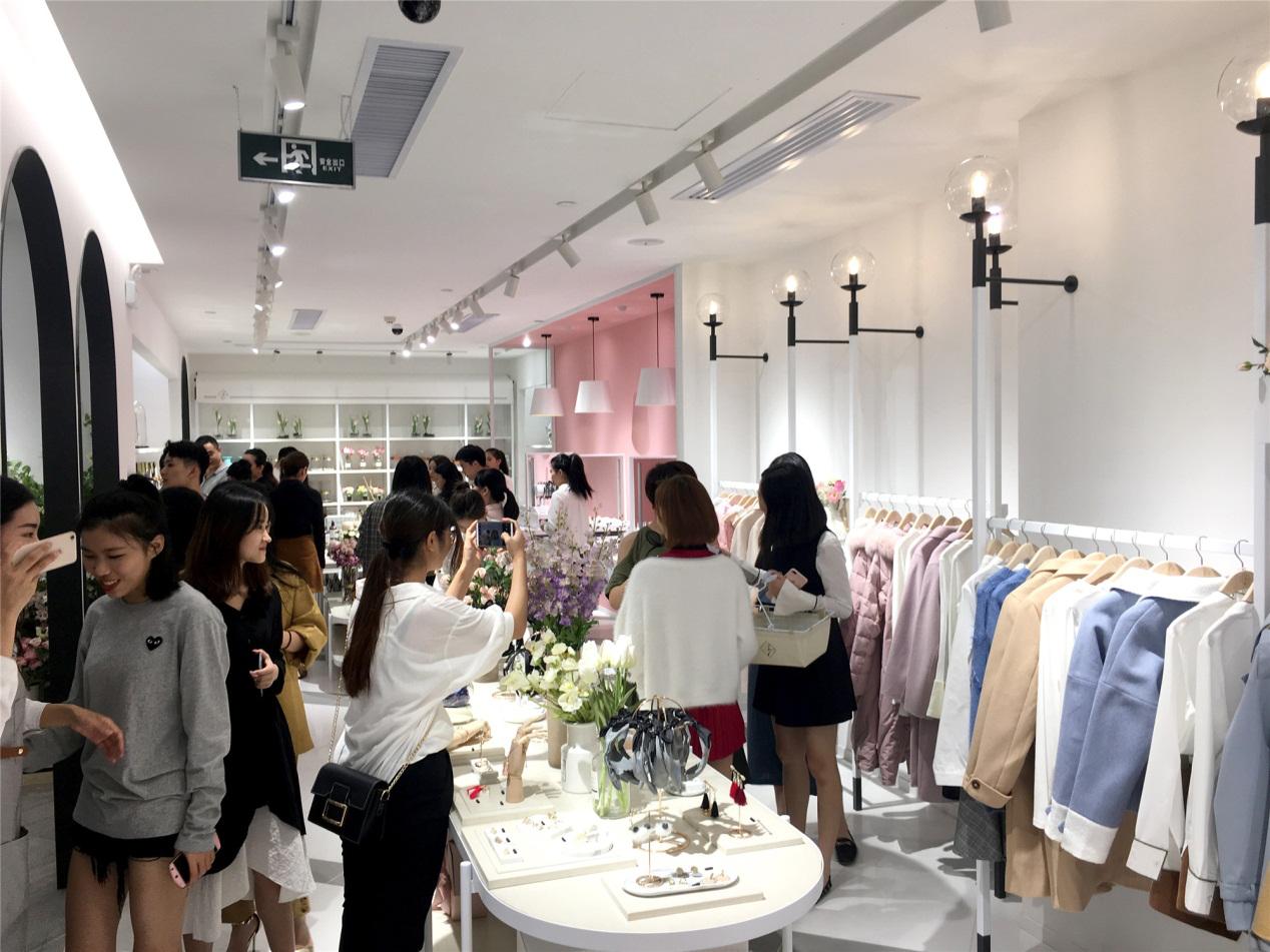 伊頓貿易廣州有限公司37度服裝實體店怎么加盟?