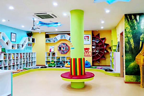 教育馆涵盖了儿童绘本,益智手工,创意绘画和全日制托育为一体的综合型
