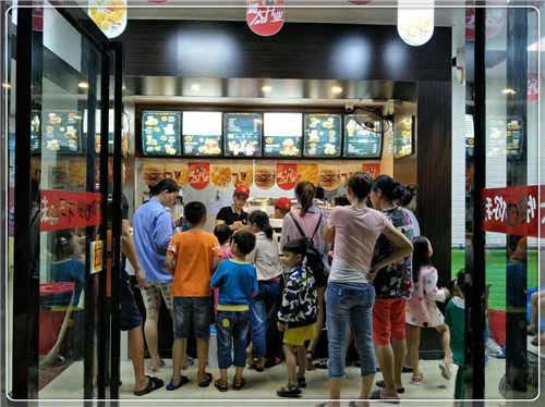 【斗石餐饮】加盟快乐星汉堡加盟店生意不愁 事业不愁 未来不愁